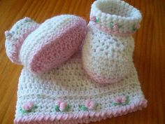 Free Crochet Baby Hat Patterns   Rosebud Baby Booties and Hat Pattern