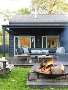 Idea for our fire pit - Great looking outdoor patio with firepit - Wallara Pearl Beach designed by Connor + Solomon Architects (New Zealand) Outdoor Fire, Outdoor Areas, Outdoor Rooms, Outdoor Living, Indoor Outdoor, Outdoor Couch, Outdoor Lounge, Outdoor Decor, Patio Fire Pits