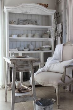 Burlap Luxe: Nordic French Calm Tucked In The Corner