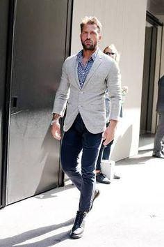 combinar pantalon gris claro hombre - Buscar con Google