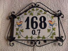 numero para residencia em ceramica, com ferragem NÃO É AZULEJO, É UMA PLACA DE CERAMICA. MEDIDAS;38 CM DE COMPRIMENTO POR 29 CM DE ALTURA