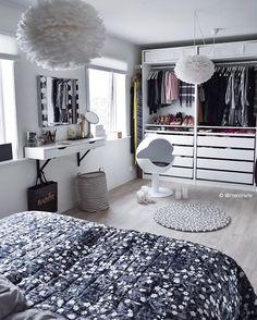 How gorgeous is the bedroom of Vita Eos Light shade available online ✨ . Decor Room, Bedroom Decor, Home Decor, Home Bedroom, Bedroom Furniture, Bedrooms, Decoracion Habitacion Ideas, Dream Rooms, Living Room Interior