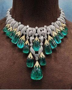 Modern Jewelry, Luxury Jewelry, Fine Jewelry, Emerald Jewelry, Diamond Jewelry, Emerald Necklace, Emerald Diamond, Antique Jewelry, Vintage Jewelry