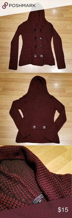 ☇Make Offer☇Creazioni Effeci hooded sweater Great condition. Size Petite medium. 100% acrylic. Creazioni Effeci Sweaters