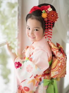 Shichi-Go-San is a traditional rite for three- and seven-year-old girls in Japan and three- and five-year-old boys. Precious Children, Beautiful Children, Beautiful Babies, Beautiful People, Japanese Party, Japanese Kids, Geisha, Oriental Dress, We Are The World