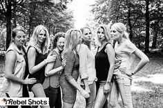 Bachelorpartty, friends, gorilfriends, Vrijgezellenfotoshoot in Heiloo | vriendinnenfotoshoot Heiloo | vriendinnen fotoshoot | vrijgezellen fotoshoot | op locatie | Rebel Shots | vrijgezellen fotoshoot Noord-Holland