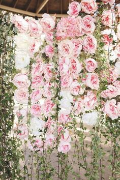 The Hottest 2015 Wedding Trend: 22 Flower Wall Backdrops | Weddingomania