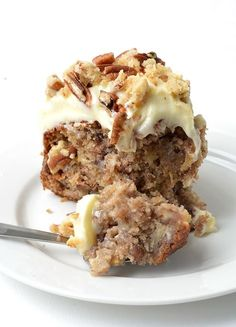 Learn how to make a delicious two-layer hummingbird cake filled with banana, pineapple and pecans, and finished with a thick layer of cream cheese frosting. Baking Tins, Baking Recipes, Cake Recipes, Dessert Recipes, Delicious Desserts, Yummy Food, Baking Ideas, Yummy Yummy, Dessert Ideas