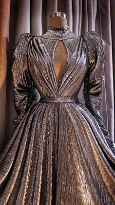 High Fashion Dresses, Latest African Fashion Dresses, Fashion Outfits, Iranian Women Fashion, Arab Fashion, Elegant Dresses, Beautiful Dresses, Choli Dress, Evening Dresses