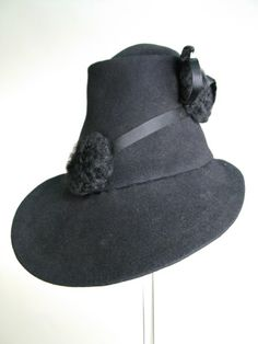 Hat, Marshall & Snelgrove, 1935-1939.  Mannish styled 'fedoras' were perfectly suited to wear with tailored suits.