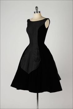 Vintage and Designer Evening Dresses and Gowns - For Sale at Vintage 1950s Dresses, Vintage Clothing, Vintage Outfits, Classic Fashion, Retro Fashion, Vintage Fashion, Pretty Outfits, Pretty Dresses, Batman Pictures