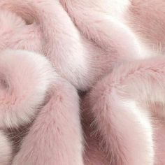 """78 mentions J'aime, 5 commentaires - Millennial Pink (@millennialpink2017) sur Instagram: """"All I need is a pink fur 💋"""""""