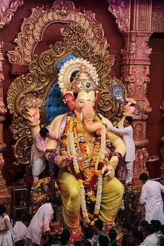 Lalbagh Chya Raja Darshan 2012 From Press Enclosure Shri Ganesh Images, Ganesh Chaturthi Images, Sri Ganesh, Ganesh Lord, Ganesha Pictures, Happy Saturday Images, Ganpati Bappa Wallpapers, Lord Rama Images, Ganesh Photo