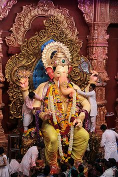Lalbagh Chya Raja Darshan 2012 From Press Enclosure