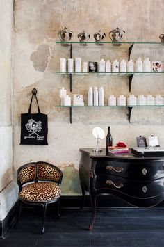 Vintage salon decor on pinterest vintage salon salons - Deco salon vintage ...