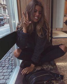 ✌️✌ @michaelatheibel Selfie, Instagram Posts, Hair, Outfits, Inspiration, Danish, Alice, Style, Board
