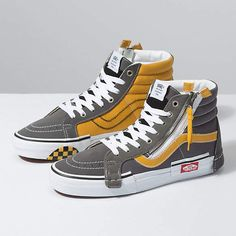 Browse bestselling Shoes at Vans including Men's Classics, Slip-On, Surf, BMX, Pro Skate Shoes and Sandals. Shop at Vans today! Vans Sneakers, Tenis Vans, Mens Vans Shoes, Converse Sneaker, Sneakers Mode, Skate Shoes, Vans Men, Adidas Men, Hype Shoes