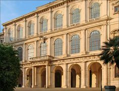 O Palazzo Barberini em Roma, está situado na Via Quattro Fontane, a cerca de 200 metros da Piazza Barberini, no Rione Trevi. Apesar de se encontrar em pleno centro histórico da cidade, na época da sua construção ficava numa zona periférica.  https://plus.google.com/114397422423346270759/posts/AzTQyaHRavA