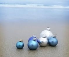 Christmas: Beach & Christmas Balls - I think I will take a few Christmas ornaments to Hawaii so I can get a picture like this for my Christmas cards. Nautical Christmas, Tropical Christmas, Beach Christmas, Blue Christmas, Christmas Balls, Winter Christmas, Christmas Ornaments, Beach Holiday, Christmas Ideas