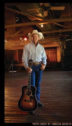 "George Strait is the undeniable ""King of Country Music."" His music career spans… Country Musicians, Country Music Artists, Country Singers, Country Man, Country Hits, Country Music Concerts, Top 10 Hits, Tv Show Music, George Strait"