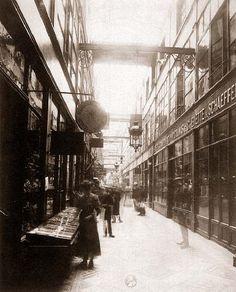 Eugène Atget  Passage du Grand Cerf,   145 rue Saint-Denis  circulation between 1909 and 1927