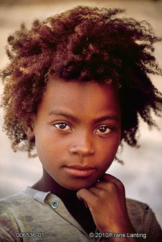 Vezo girl, Western Madagascar, photo by Frans Lanting