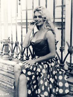 How curvy vs. skinny has changed in Hollywood through the years: Brigitte Bardot Bridget Bardot, Bardot Brigitte, Vintage Hollywood, Classic Hollywood, Hollywood Stars, Grace Kelly, Blouse Vichy, Magazine Couture, Divas