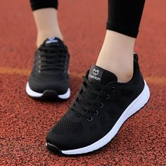 Moda Sneakers, Sneakers Mode, Casual Sneakers, All Black Sneakers, Casual Shoes, Women's Casual, Comfortable Sneakers, Casual Wear, Beige Shoes