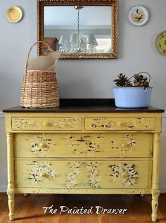 Chippy Daisy Dresser: The Mustard Dresser was a Craigslist find. I saw it as a true farmhouse piece and used General Finishes Somerset Gold to create the look. Hand Painted Furniture, Refurbished Furniture, Paint Furniture, Repurposed Furniture, Furniture Making, Furniture Makeover, Vintage Furniture, Home Furniture, Furniture Ideas