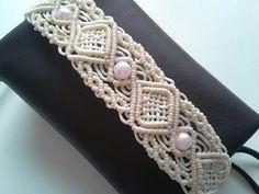 Браслет с элементами сетки. Техника макраме. Мастер-класс. - YouTube Macrame Bracelet Tutorial, Macrame Necklace, Macrame Jewelry, Macrame Bracelets, Diy Jewelry, Loom Bracelets, Friendship Bracelets, Macrame Cord, Macrame Knots