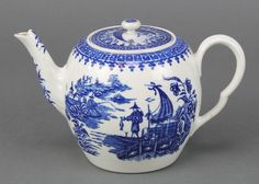 "Lot 29, A Worcester blue and white Fisherman pattern baluster teapot and lid 5"", est £50-100"