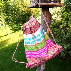 Jak ušít pytel na záda www.notjustmom.cz Drawstring Backpack, Straw Bag, Backpacks, Sewing, Bags, Scrappy Quilts, Handbags, Couture, Sew