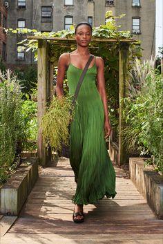 Fashion Week, New York Fashion, Runway Fashion, Fashion Show, Fashion Trends, Dress Fashion, Spring Fashion, Luxury Fashion, Fashion Design