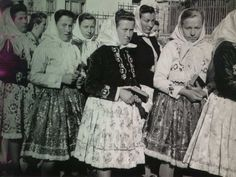 Obec Hradčovice :: Kroj 1951 Vintage Photographs, Czech Republic, Traditional Dresses, Folklore, Past, Sequin Skirt, Costumes, Times, Learning
