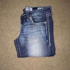 Daytrip jeans from Buckle! Tagged as miss me for exposure. Great condition barely worn! From buckle. In between skinny and straight leg. Regular length. Daytrip Jeans Straight Leg