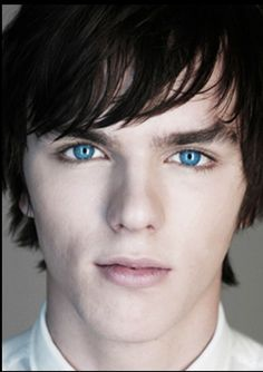 Nicholas Hoult <3 im screaming inside my head right now realizing how smexy he is