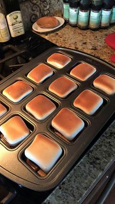 S'mores in Pampered Chef Brownie Pan. An excellent use of the brownie pan… Pampered Chef Desserts, Pampered Chef Party, Pampered Chef Products, Just Desserts, Delicious Desserts, Dessert Recipes, Trifle Desserts, Fondue Recipes, Sangria