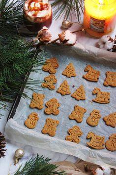 Hozzávalók 200 g finomliszt 1 teáskanál őrölt fahéj 1 kávéskanál őrölt gyömbér 1 kávéskanál őrölt szegfűszeg 1 kávéskanál őrölt kardamom 1/2... Christmas Cooking, Biscotti, Crunches, Winter Food, Gingerbread Cookies, Food And Drink, Xmas, Sweets, Snacks