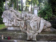 Dai Cimiteri Monumentali di Bologna, Milano, Genova; Parigi, Londra, Lwow (Ucraina); Viriginia (USA).      Come spiegato...