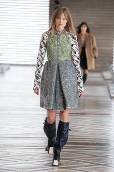 Louis Vuitton | Ready-to-Wear Autumn 2021 | Look 25 Nicolas Ghesquière, Paris Fashion Week, Fashion Show, Tweed, Louis Vuitton Collection, Capsule Outfits, Tent Dress, Feminine Dress, Madame
