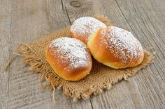 Brioches all'Acqua: Brioches Leggere come l'Aria e Morbide come la Neve! Vegetarian Recipes, Healthy Recipes, Pan Dulce, Cakes And More, Cupcake Cookies, Vegan Desserts, Healthy Cooking, Sweet Recipes, Sweet Tooth