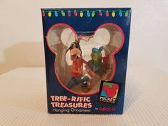 Disney Goofy Carrying Presents  Tree-rific Treasures Hanging Ornament Enesco #Enesco