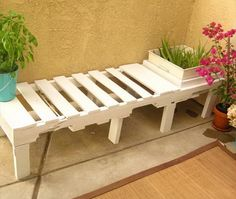 You can create a great outdoor bench and flower pot combo with relative ease.
