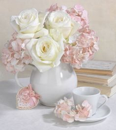 Marianna Lokshina, Representing leading artists who produce children's and decorative work to commission or license. Beautiful Flower Arrangements, Romantic Flowers, Shabby Flowers, Pretty Flowers, Floral Arrangements, Belle Plante, Love Rose, Rose Cottage, Beautiful Roses
