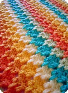 Bij Sarah Londen Textiles zag ik deze steek voor het eerst. Hoewel de kleurencombi het eerste was waardoor ik werd aangetrokken, vond ik bij verder kijken de steek er ook erg mooi uitzien. Dus, hier voor jullie een filmpje over dit haakwerkje, larksfoot genaamd.
