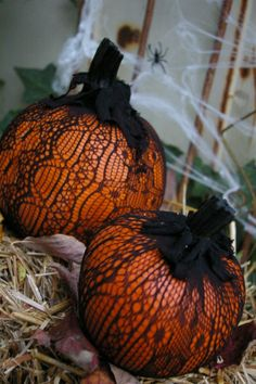 A Little Pumpkin & Lace - quick and easy pumpkin decorating idea / Pike Nurseries (I could do this!)