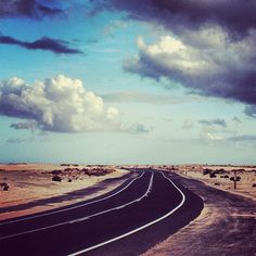 Fuerteventura, carretera de Corralejo. Tenerife, Places To Travel, Places To See, Have A Nice Trip, Costa, Canario, Beautiful Places In The World, Canary Islands, Dream Vacations