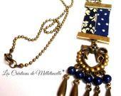 """Collier Liberty/bronze """" Mix bleu Marine """" pendentif en biais Liberty Capel et Pois bleu marine , chandelier bronze shabby coeur entouré d'un noeud strassé au centre , multiples perles rondes acryliques marine et gouttes en bronze. : Collier par les-creations-de-melletincelle"""
