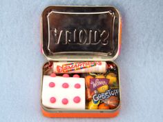 A cute candy emergency kit for you're pocket or purse. Altoid tin covered in duct tape. Craft How-to on Sophie-World.com