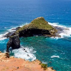 Bird and Elephant Rock; rising up from the ocean floor of Norfolk Island.  Landscape  #wonderful_places #beautifuldestinations #travel #awesomedreamplaces #discoverglobe #lifeofadventure #liveoutdoors #wildernessculture #discoverearth #goneoutdoors #welivetoexplore #epicexploring #awesomeglobe #fantastic_earth #awesomeearth #earthpix #travelawesome #bestvacations #ourplanetdaily #earthfocus #travellingvibe #travelstoke #theoutbound #natgeotravelpic #norfolkisland #twitter…